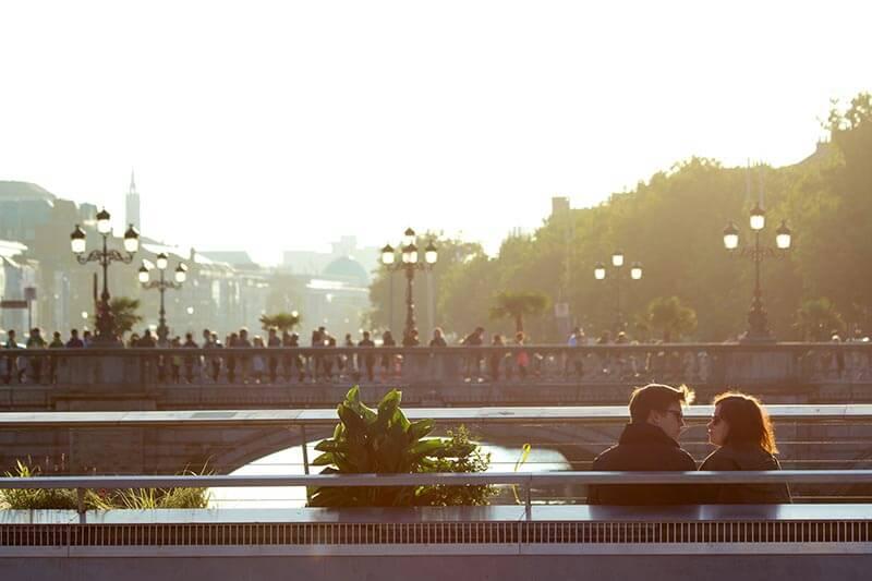 xcity-sunny-couple-love