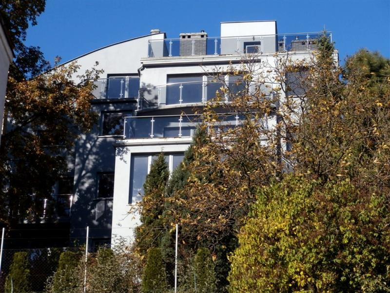 Nieruchomości komercyjne to nie tylko biura. Sprawdź ofertę pensjonatu w Gdyni.