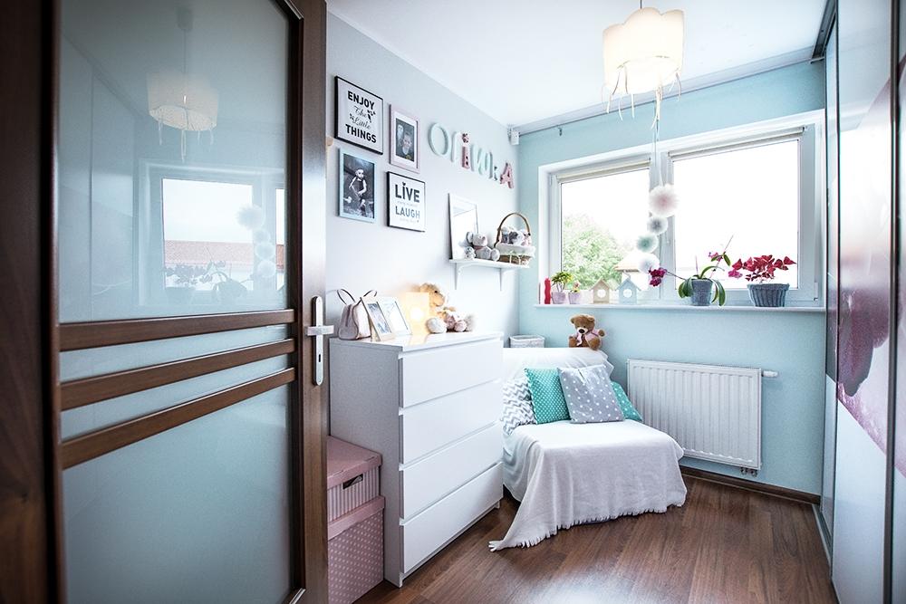 Piękny pokój dziecięcy w kolorze niebieskim znajdziecie w mieszkaniu w Juszkowie